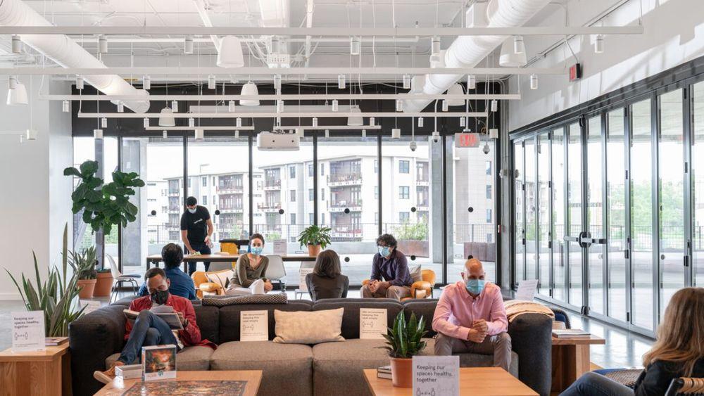 WeWork asegura que demanda actual de espacios de oficina supera niveles prepandemia