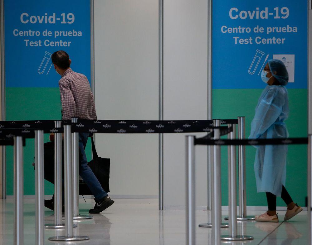Industria aérea atenta a planes de vacunación para reanimar los viajes